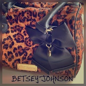 BETSEY JOHNSON QUILTED LEOPARD BOW BAG